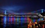 İstanbuluda üç körpü Azərbaycan bayrağının rənglərində işıqlandırılıb