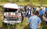 Yevlaxda tələbələrin olduğu mikroavtobus aşdı: ölənlər var - FOTO