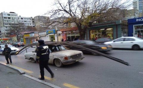 Bakıda qayda pozan sürücü özünü və polis əməkdaşını YANDIRDI