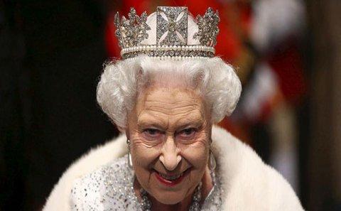 93 yaşlı İngiltərə kraliçası da koronavirusa yoluxdu - Virusa görə saraydan bir qalaya sığınmışdı