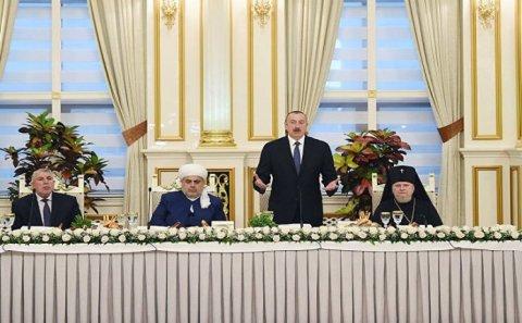Məscidi dağıdan Ermənistan və Allah evlərinə fərq qoymayan Azərbaycan