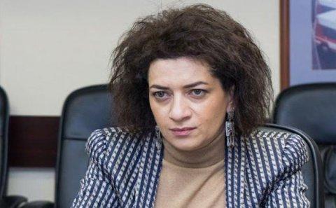 Siyasətçi Anna Akopyanı öpdü, qalmaqal yarandı — VİDEO