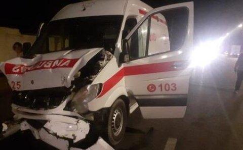 Bakıda təcili yardım maşını qəzaya düşdü: 6 yaralı - Foto